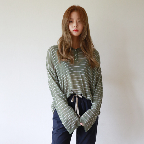 Button round stripe knit